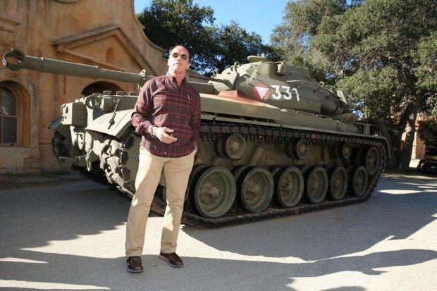 Идиотека выходок военных разных стран. Арнольд Шварценеггер и его танк